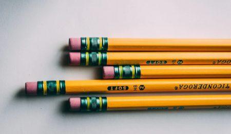 消しゴム付き鉛筆の消しゴム部分のアップ画像