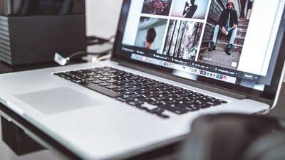 ノートパソコンとディスプレイ