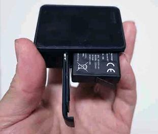 goPro本体_バッテリーの挿入向き